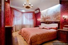 Неоклассика с пурпурной спальней